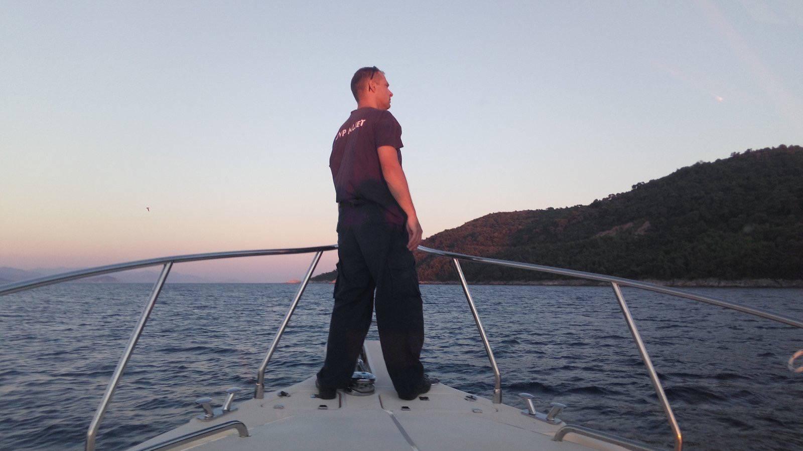 Drama na Mljetu: Potonuo im gliser, uspjeli otplivati do obale