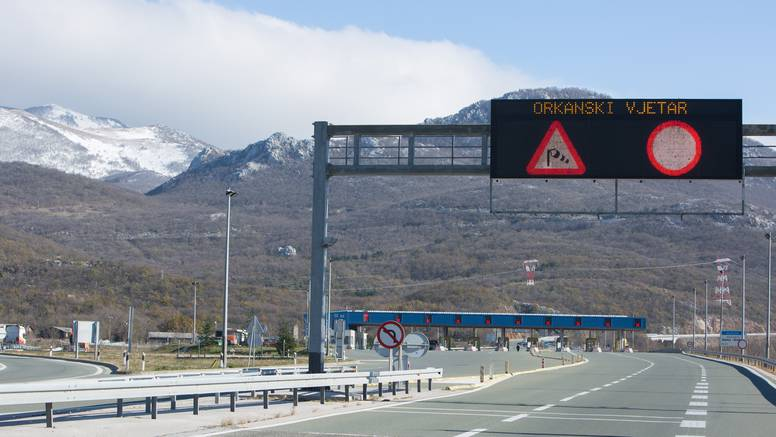 Zabranjen promet za I. skupinu vozila između Karlobaga i Svete Marije Magdalene zbog vjetra
