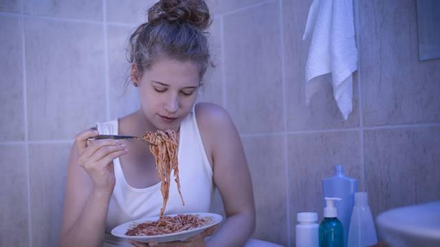 Evo zašto ljudi često posežu za hranom iako možda nisu gladni