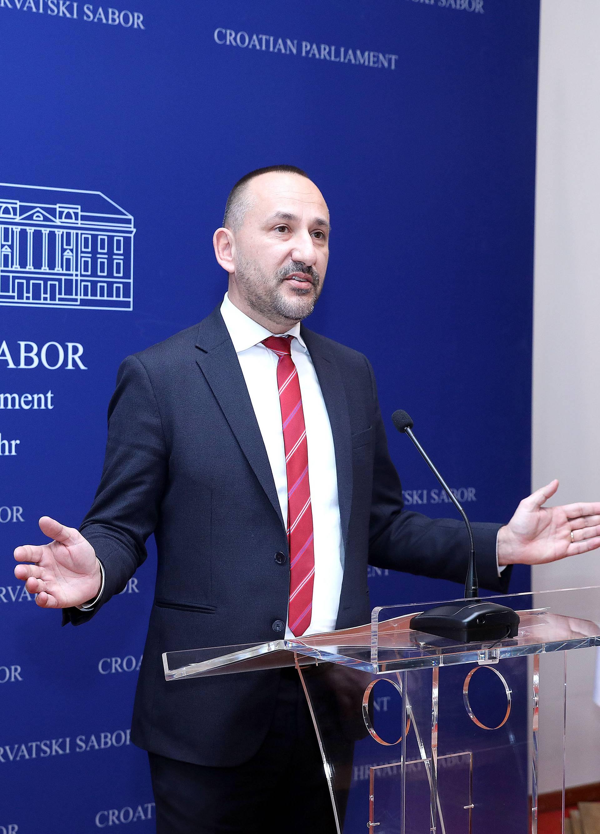 Zagreb: Hrvoje Zekanović s Ružom Tomašić traži blokadu pregovora sa Srbijom o ulasku u EU
