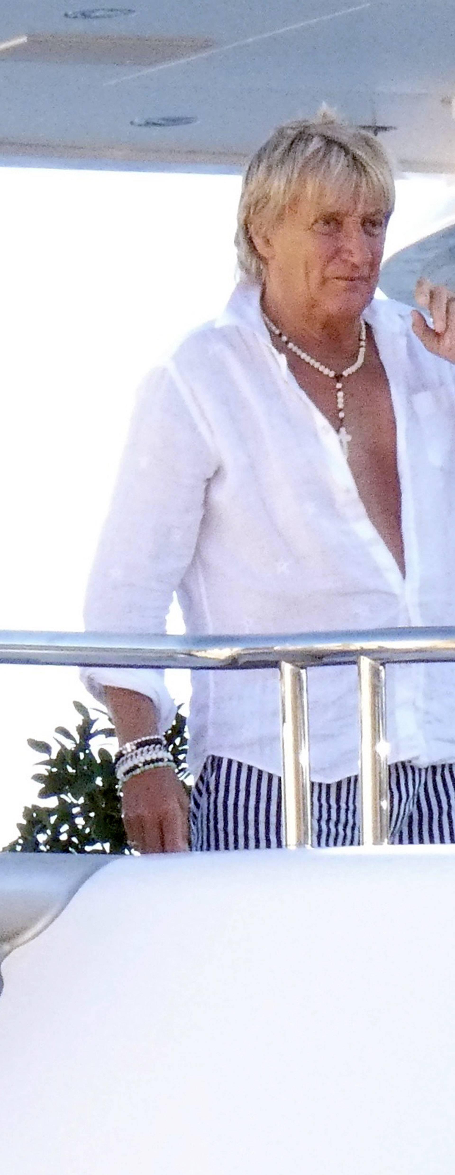 Rod Stewart u drustvu supruge Penny Lancaster i sinova uplovio u Hvar