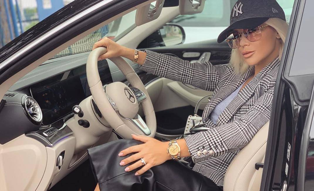Šuput se pohvalila skupocjenim Mercedesom, a fanovi joj pisali poruke i komentirali kako vozi