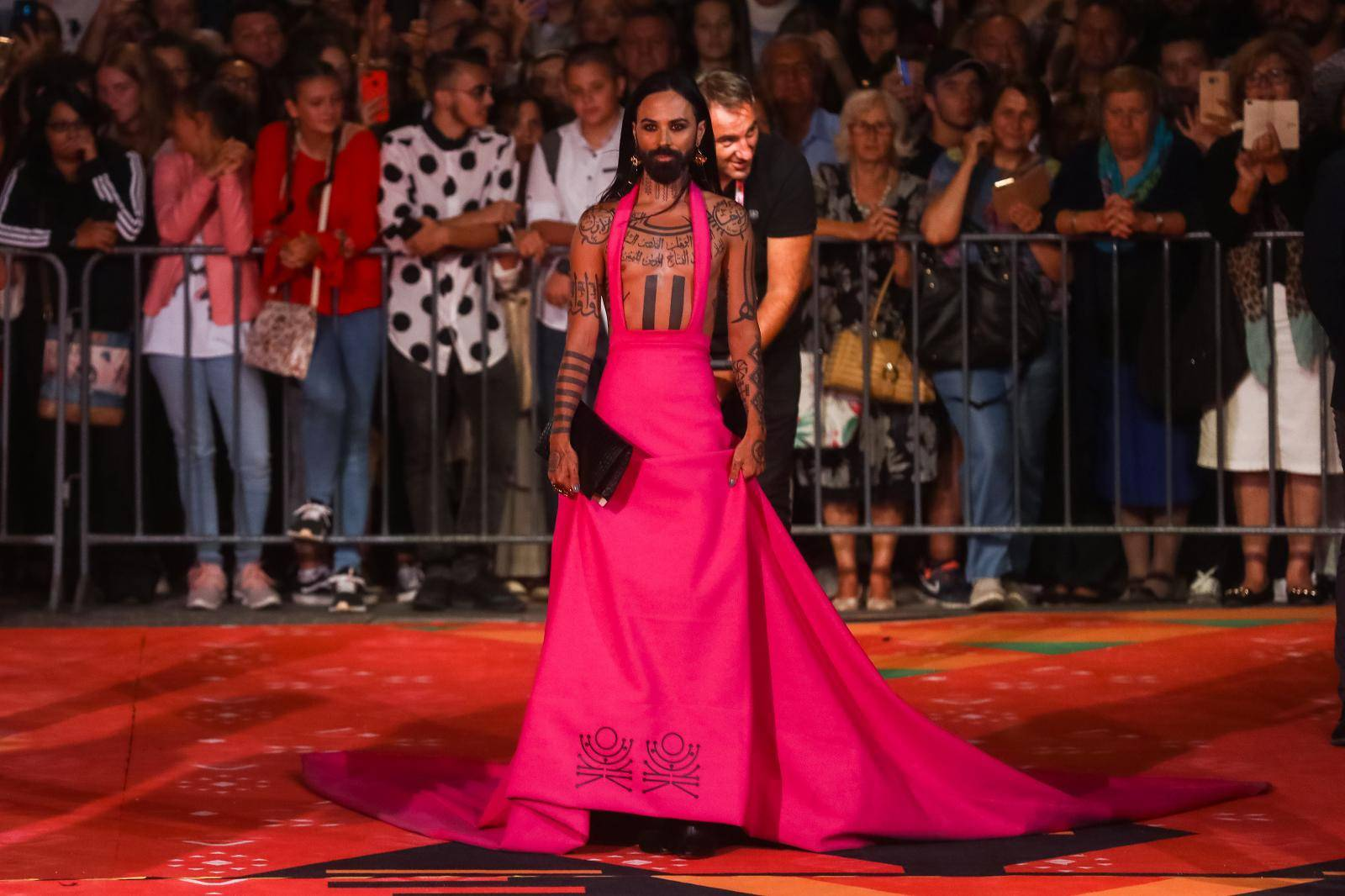 Sarajevo: Božo Vrećo prodaje haljinu s crvenog tepiha, a novac će donirati