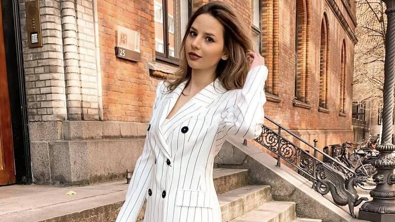 Fino bijelo odijelo s prugama
