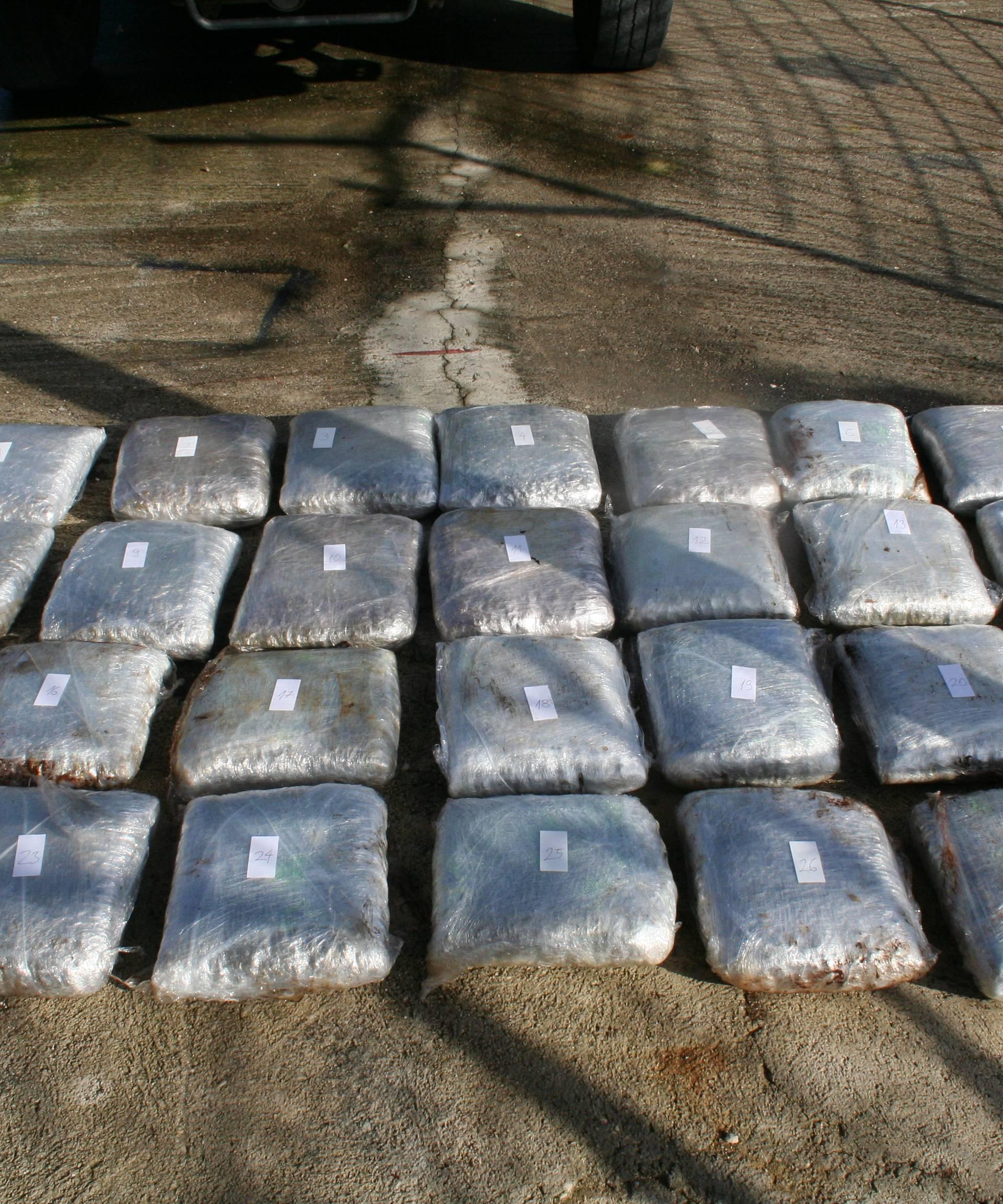 Albanci pokušali prošvercati 12,7 kila 'marice' u Hrvatsku
