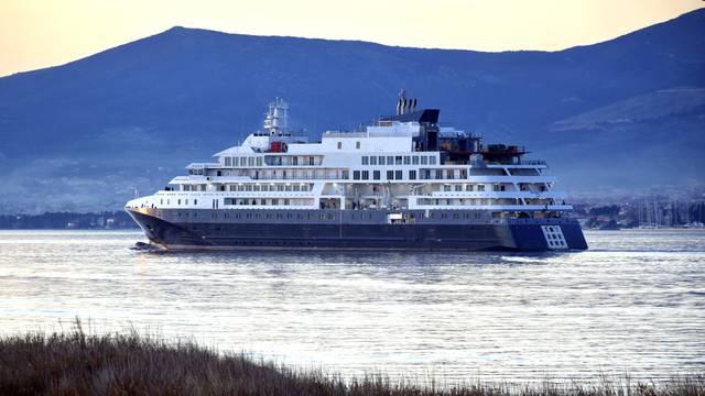 Brod za polarne ekspedicije na prvoj vožnji: Dug je 128 metara, vrijedi više od 106 milijuna eura
