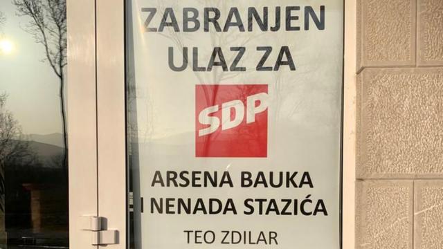 Imoćanin skinuo plakat kojime je zabranio ulazak SDP-ovaca u hotel: 'Neću se nikome ispričati'
