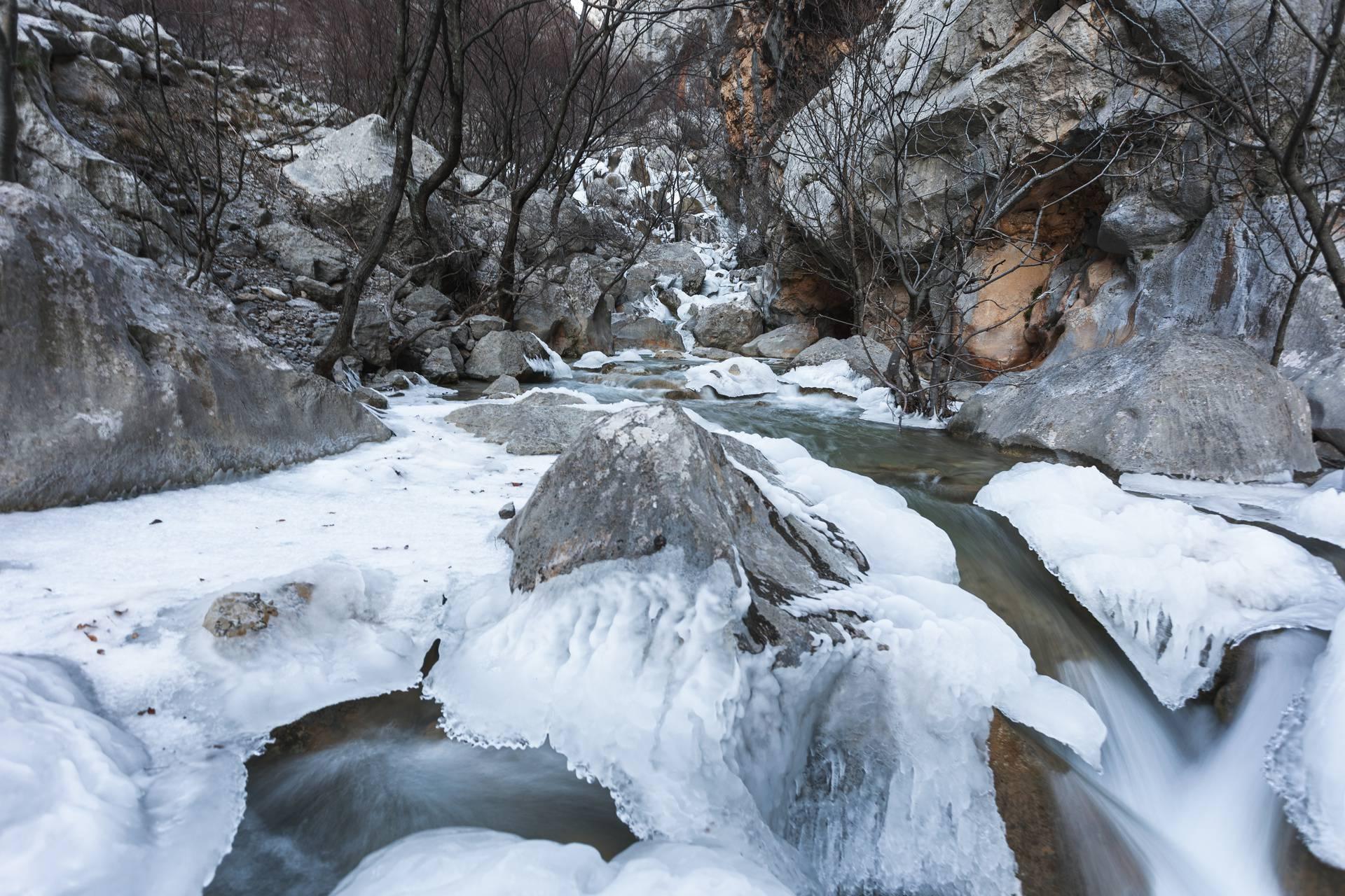 Ledeno kraljevstvo u Hrvatskoj: Smrznuo se potok Paklenica