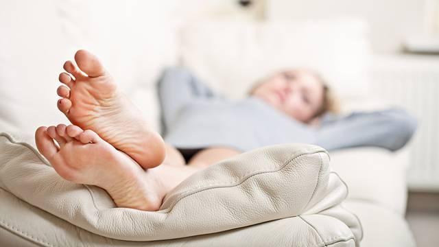 Pedikura kod kuće: kako pravilno  njegovati stopala i zauvijek se riješiti gljivica