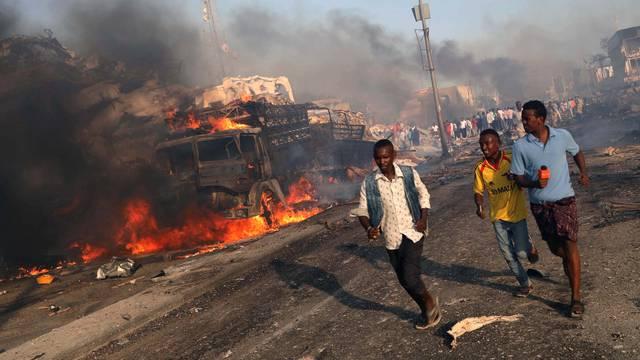 Civilians evacuate from the scene of explosion in Mogadishu
