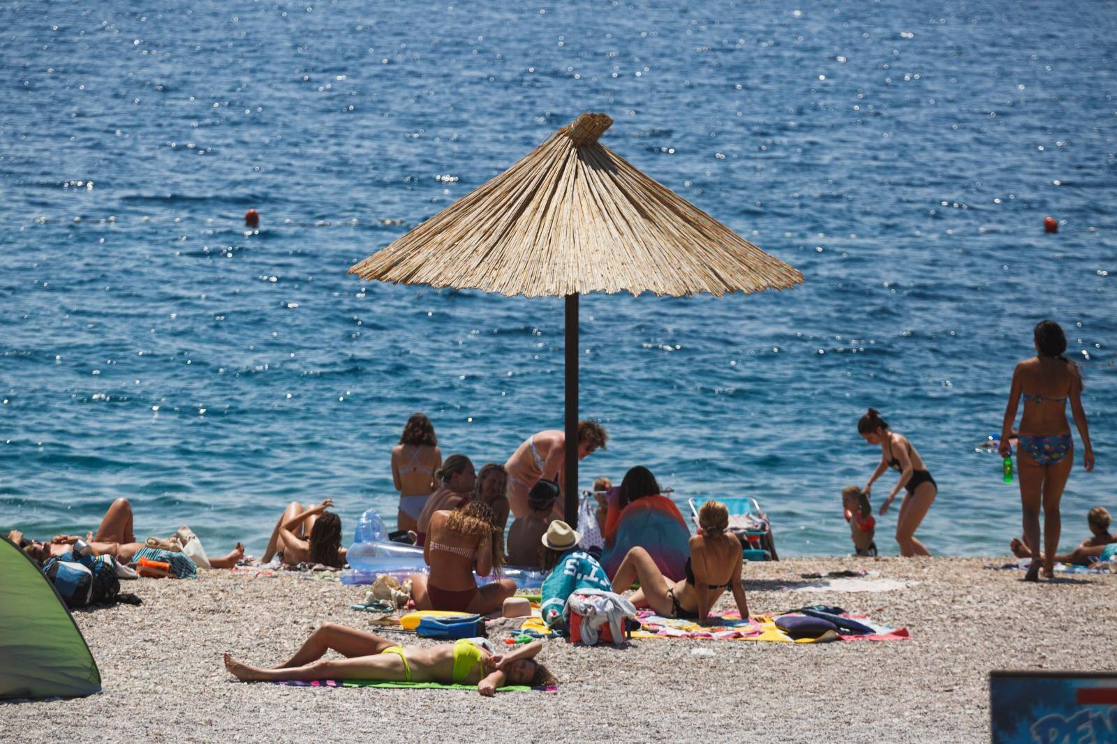 Turisti na plažama u Zadru