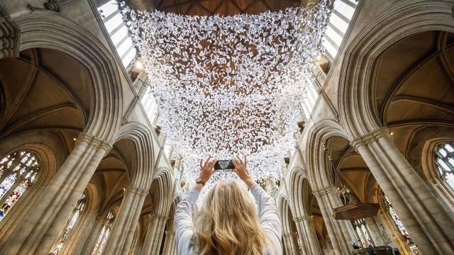 Instalacija od 10.000 anđečla u katedrali u Riponu