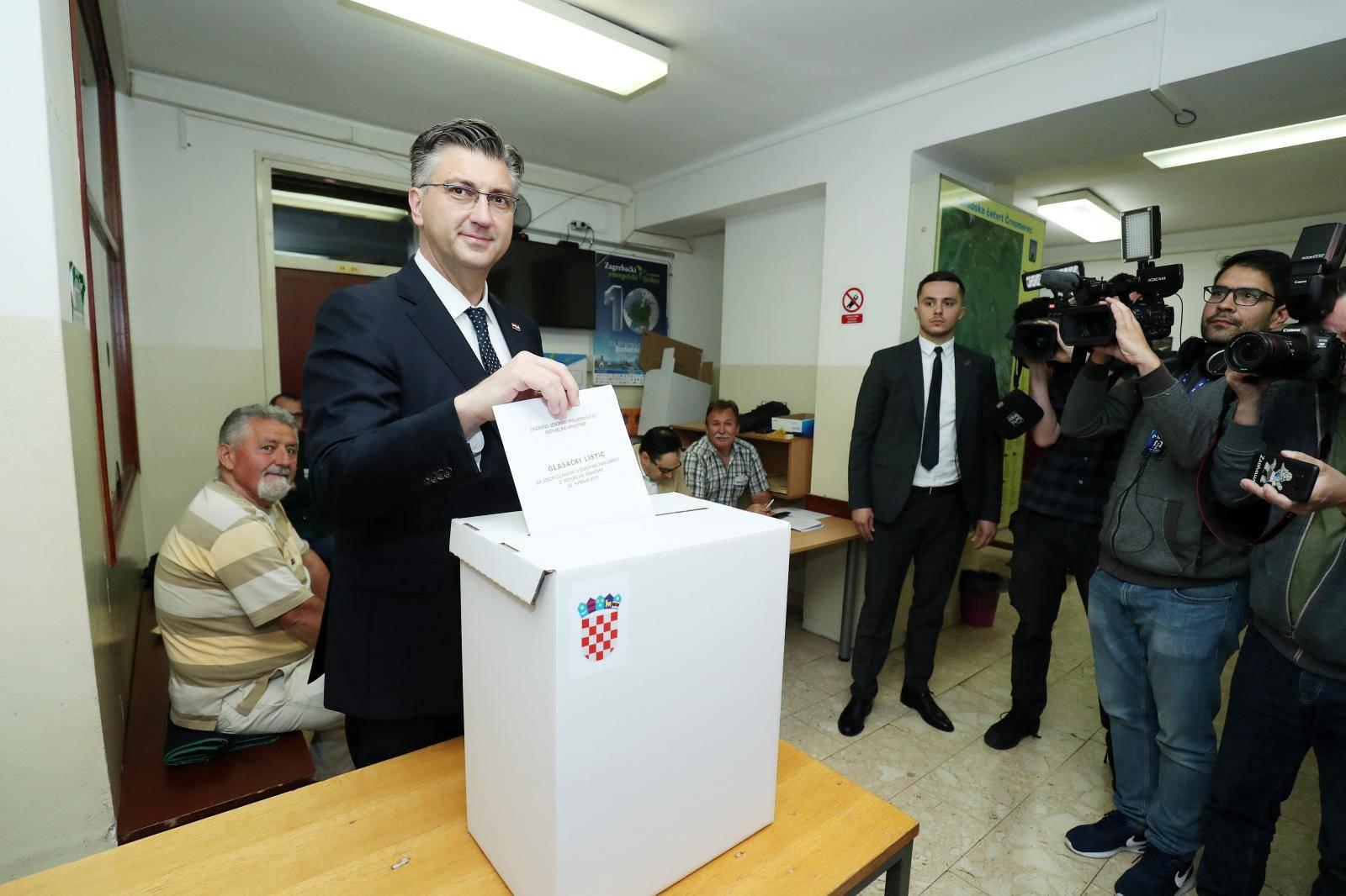 HDZ-u i SDP-u  po 4 mandata: Ovih 12 ljudi ide u Bruxelles!