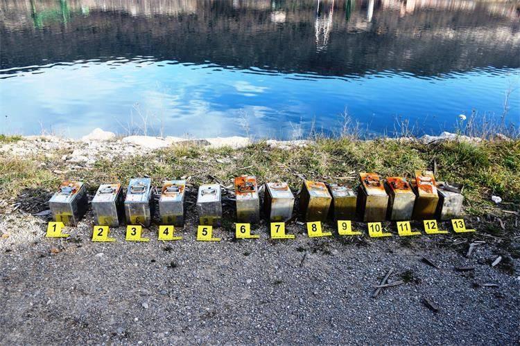 Opljačkali aparate za naplatu parkinga pa ih pobacali u more