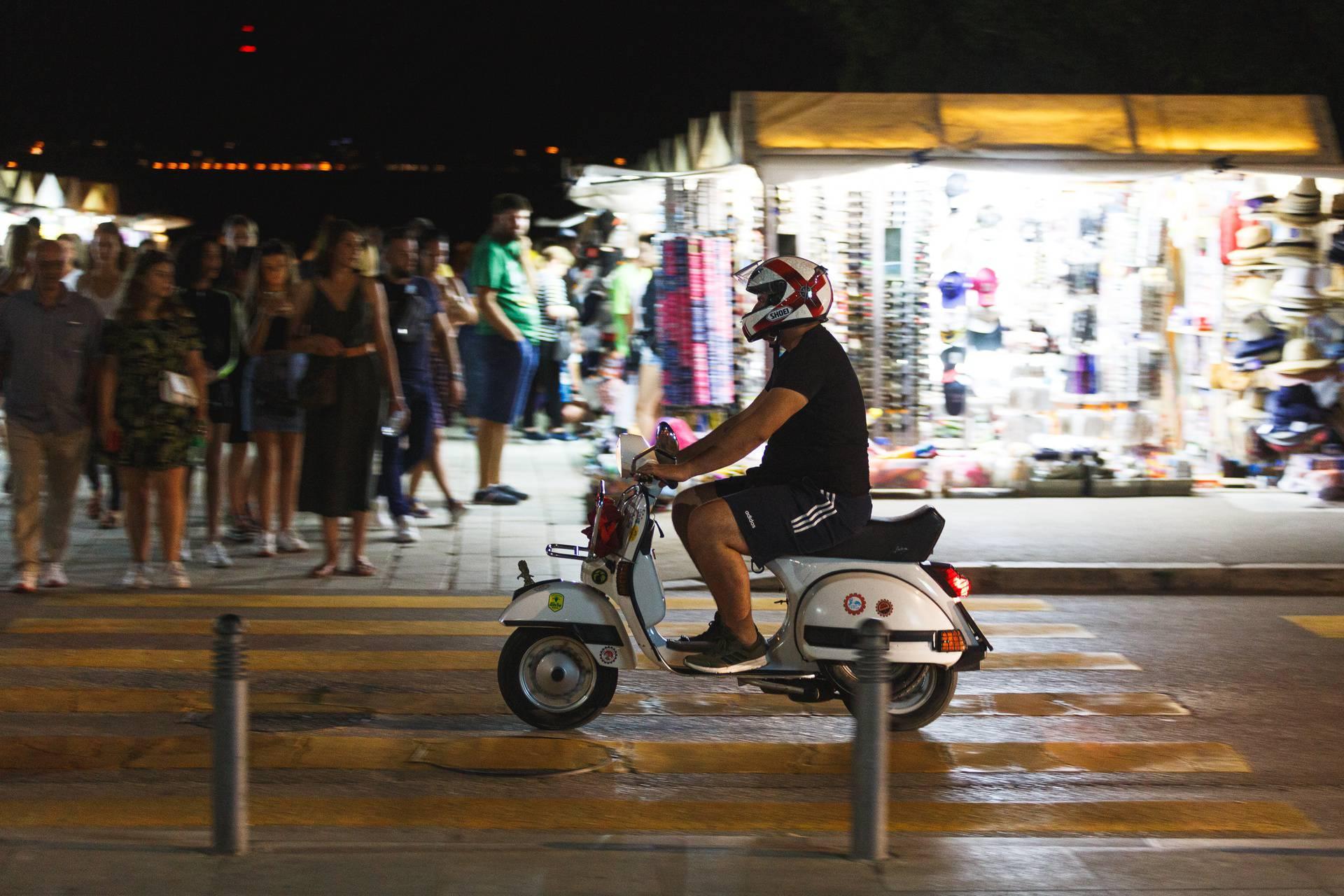 I u Zadru je krenula sezona, a ulice su pune lokalaca i turista