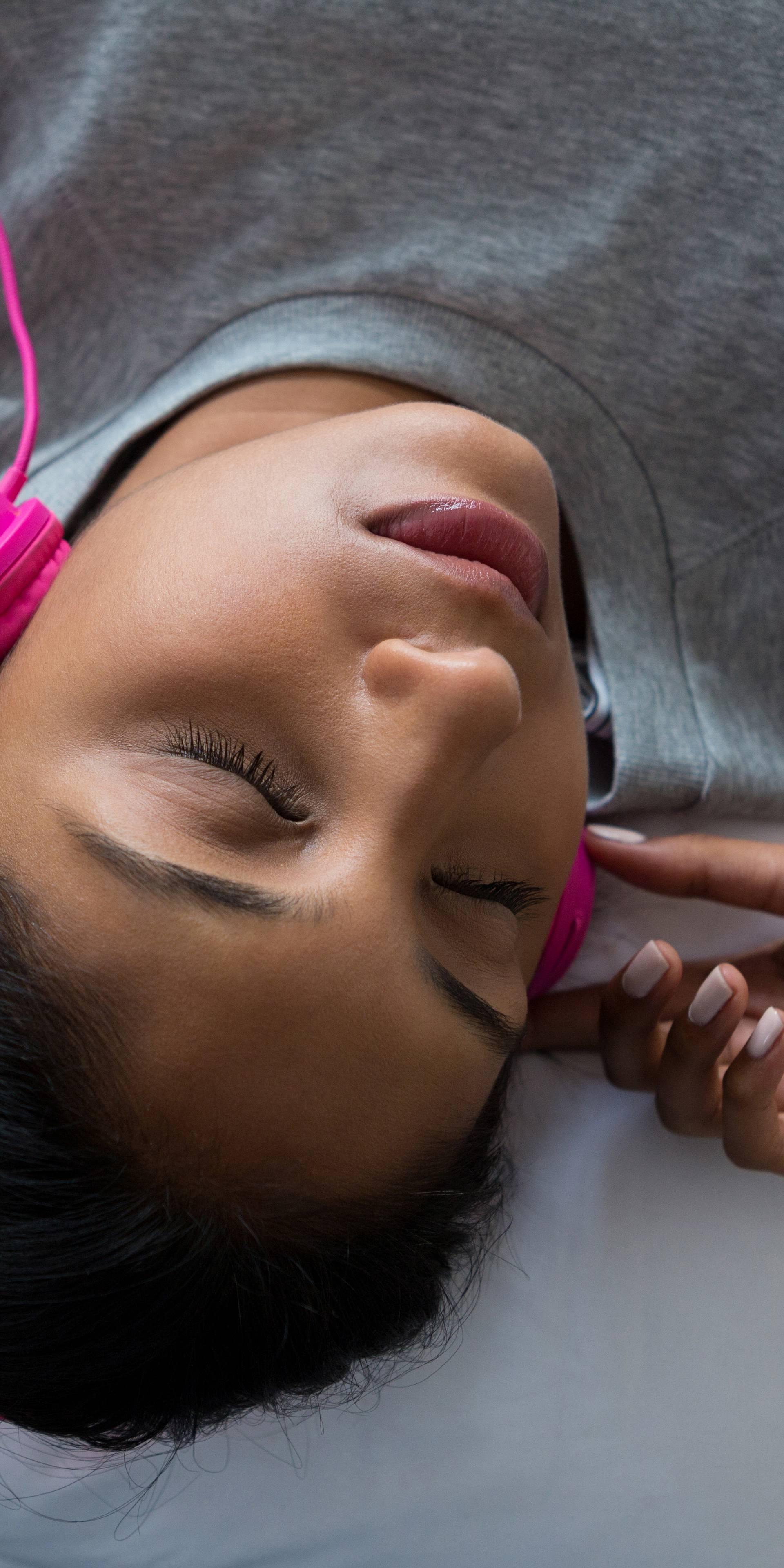 Odjednom vam se slušaju hitovi iz mladosti? S 30 godina ljudi dožive 'glazbenu paralizu'