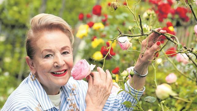 Kraljica ruža: Imam ih 1000, a suprug ih pelca svim susjedima