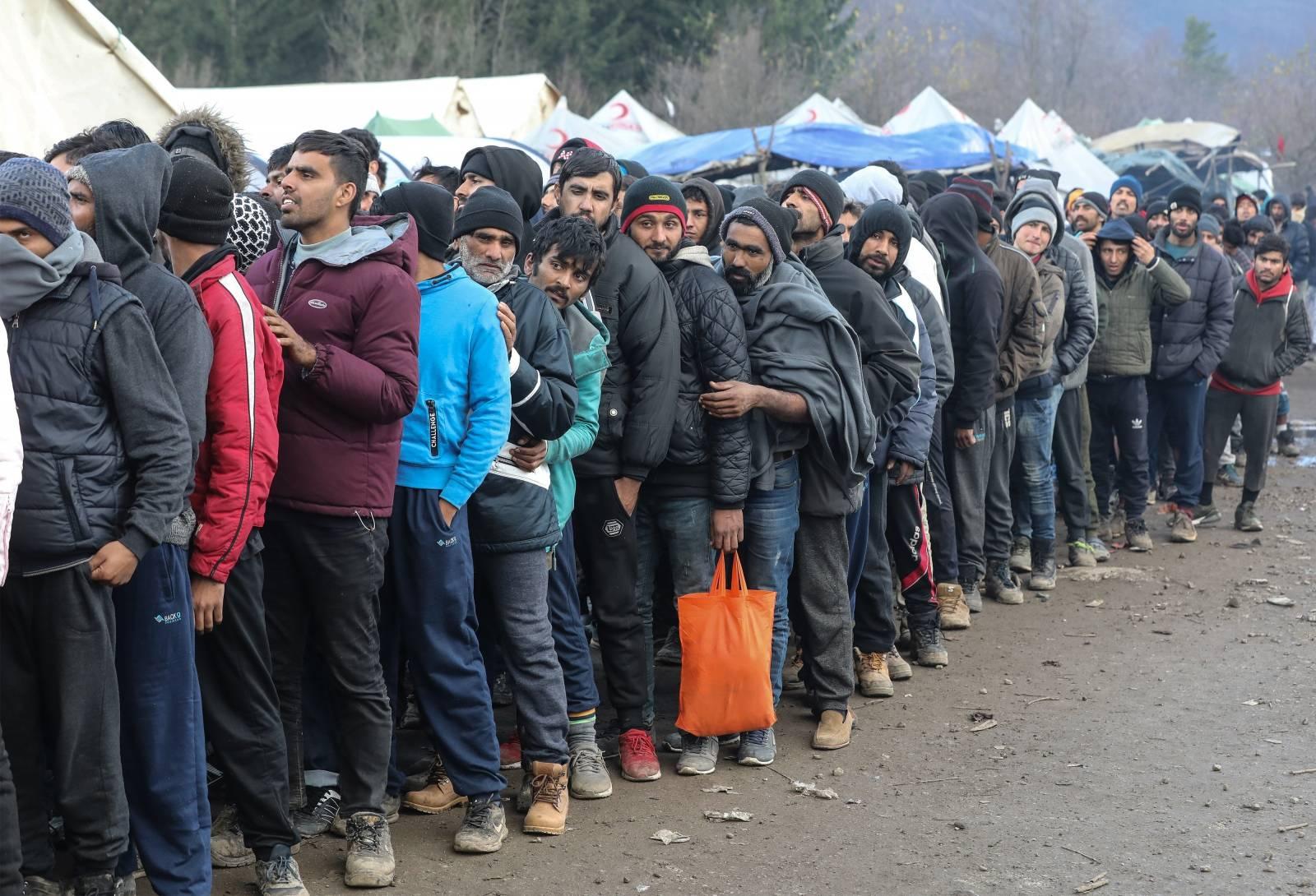 Izbjeglice u kampu Vučjak čekaju vijesti o preseljenju