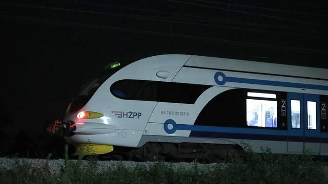 Vlak naletio na ženu u Dugoj Resi, prevezli su je u bolnicu
