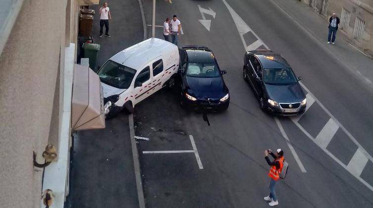 Video: Sudar na Jordanovcu, autom se zabio u zid zgrade