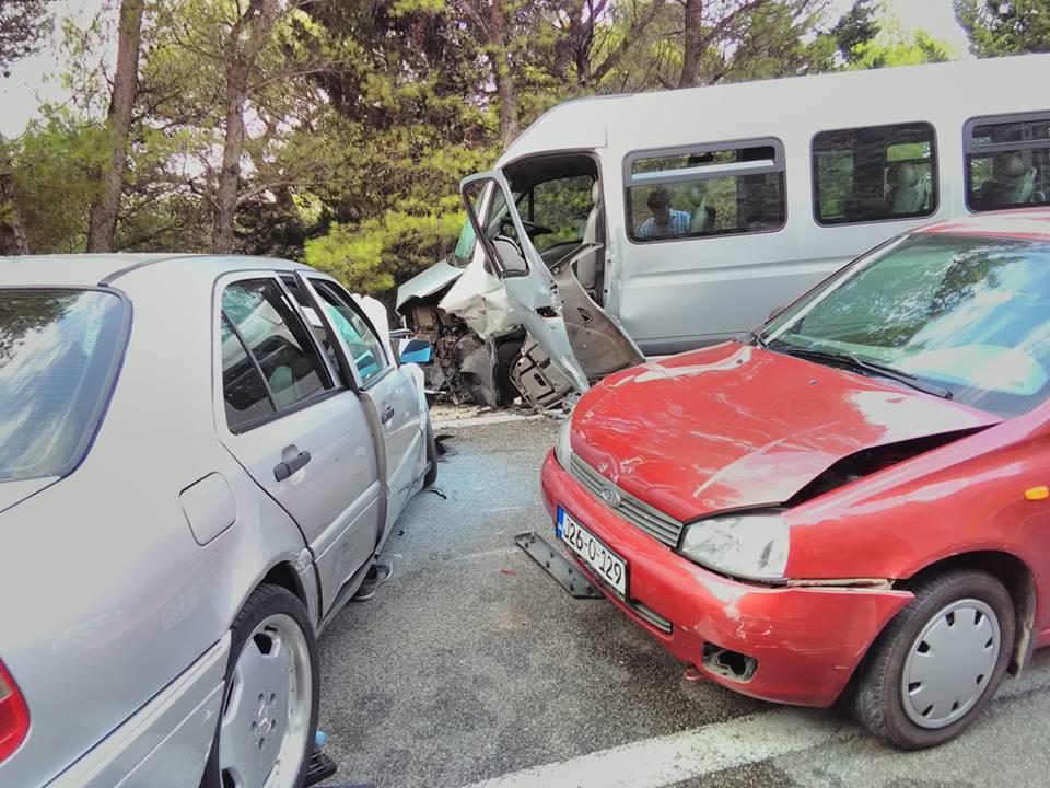 Sedmero ozlijeđenih u sudaru tri vozila na makarskoj Rivijeri