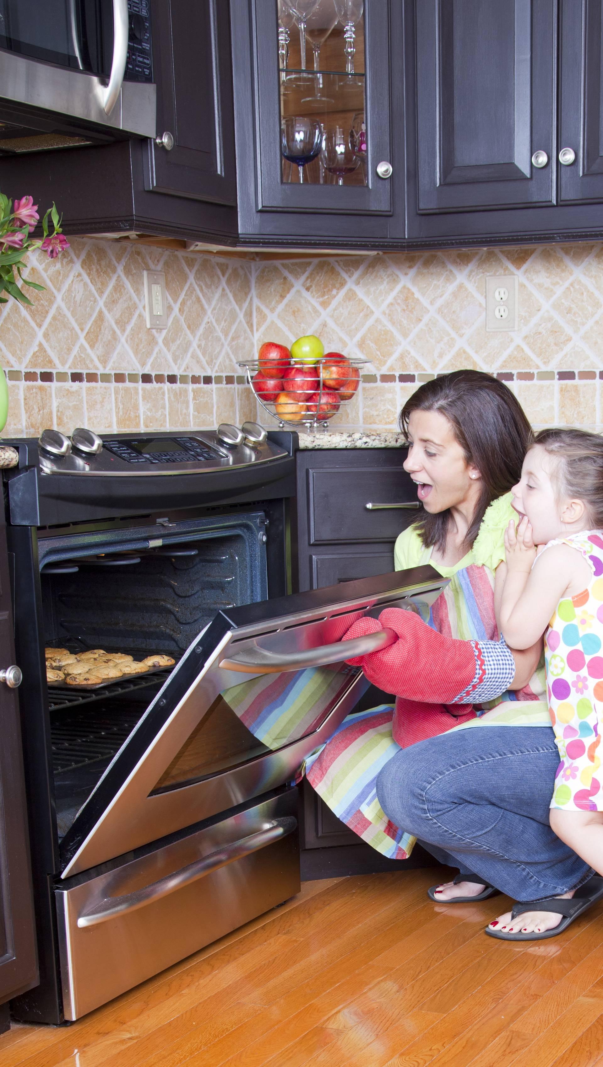 Prije pečenja kolača: Evo kako lako očistiti pećnicu bez muke