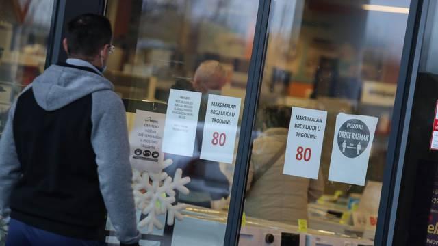Blagdanske kupovine stvaraju ogromne gužve zbog novih mjera stožera