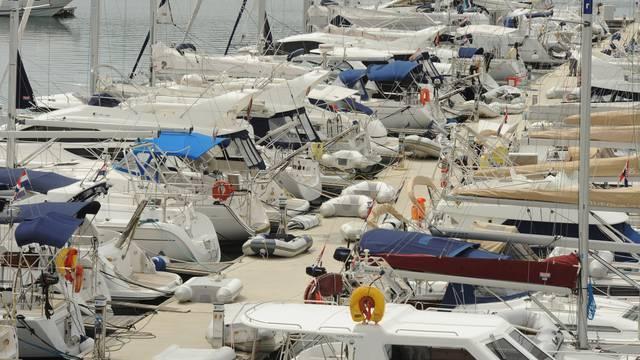 Iz upisnika brišu  10.000 brodica