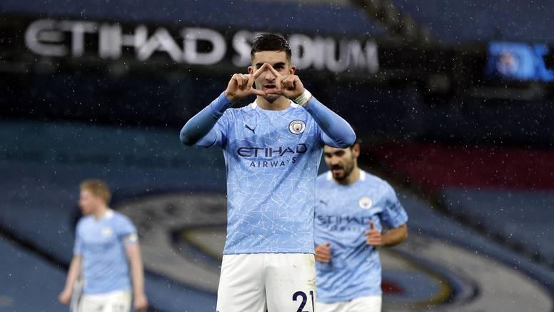 Torres i Gündogan vode City u borbu za vrh, Everton slavio