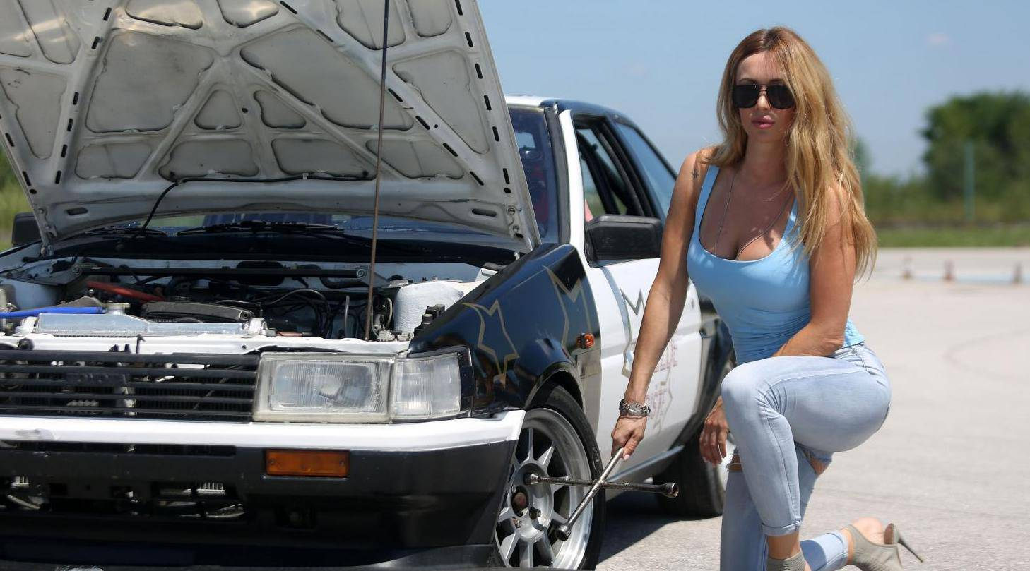 Lidija Bačić driftala, Šebalj ju nije mogao obuzdati: Vozila u štiklama i spalila mu gumu