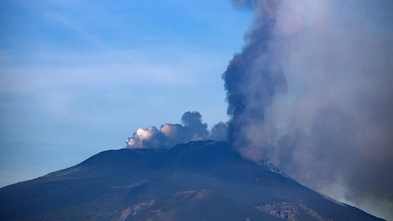 Zbog pojačane aktivnosti Etna porasla za nekoliko metara