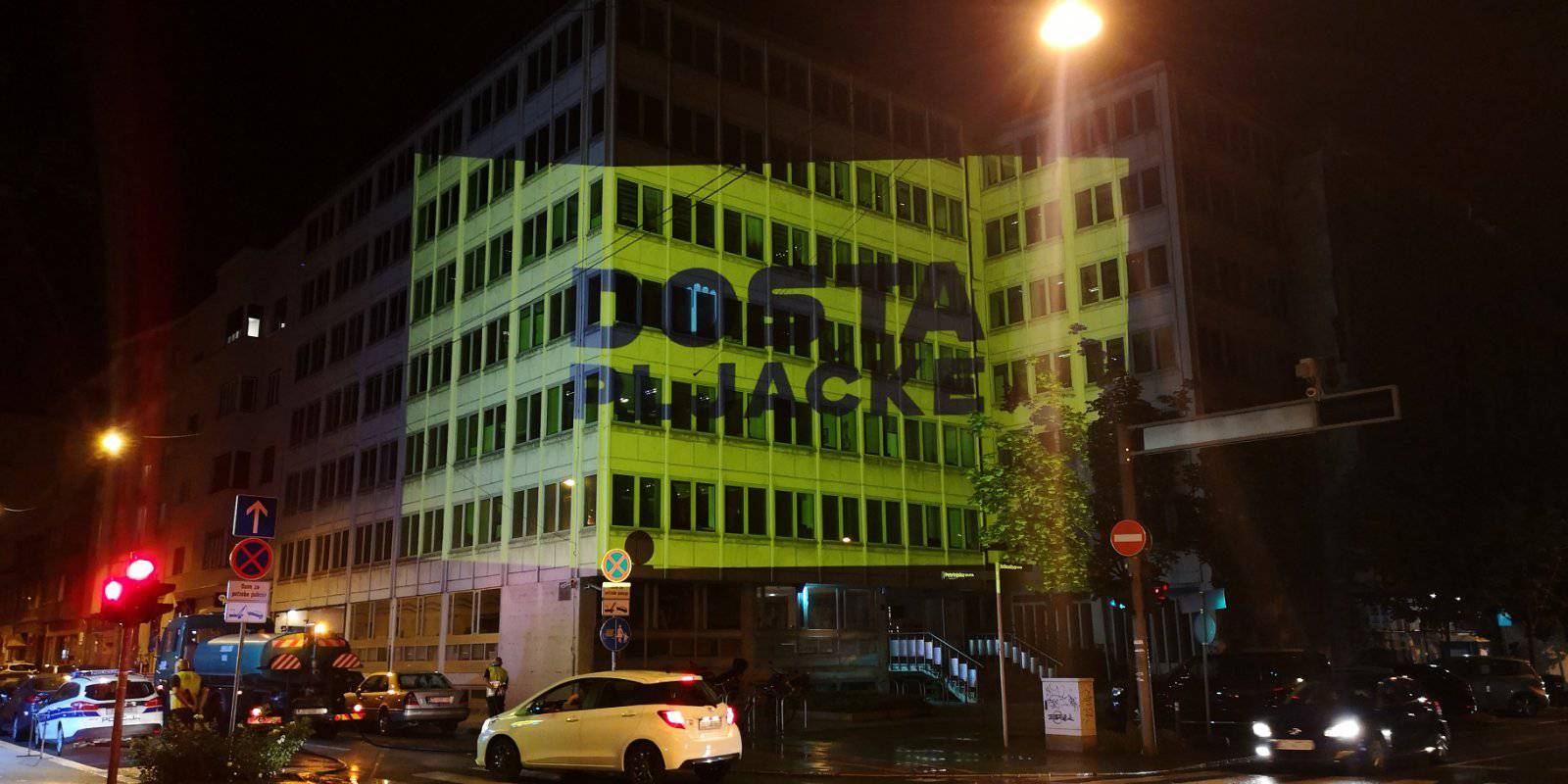U noćnoj akciji na HDZ, Vladu, HNB, stavili 'Dosta pljačke'