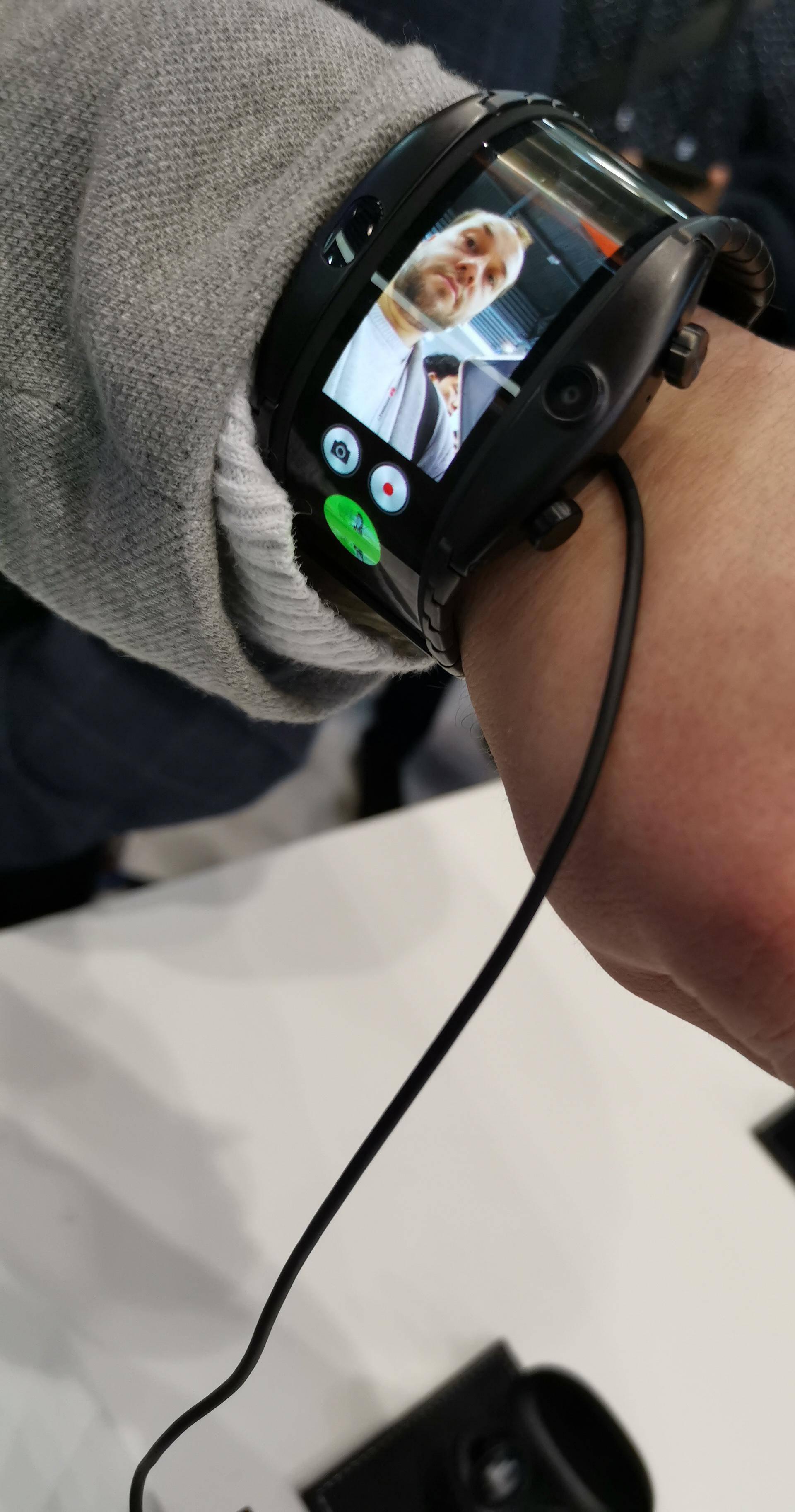 E to je savitljivi telefon: Nubia Alpha je kao satovi iz filmova