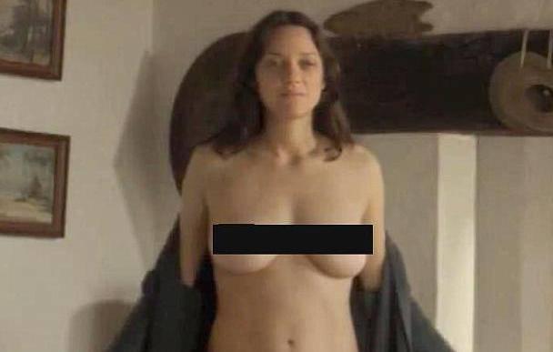 Sasvim gola na filmu: Marion Cotillard pokazala bujne grudi