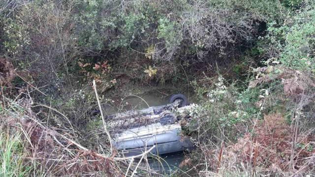 Majka i dijete autom sletjele u potok u Konavlima: 'Zvale su pomoć, a auto se punio vodom'