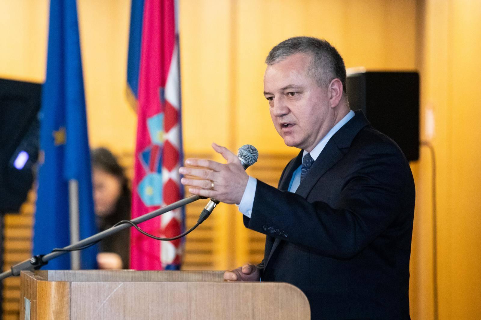 Zagreb: Ministarstvo gospodarstva i poduzetnici potpisali ugovore o naukovanju