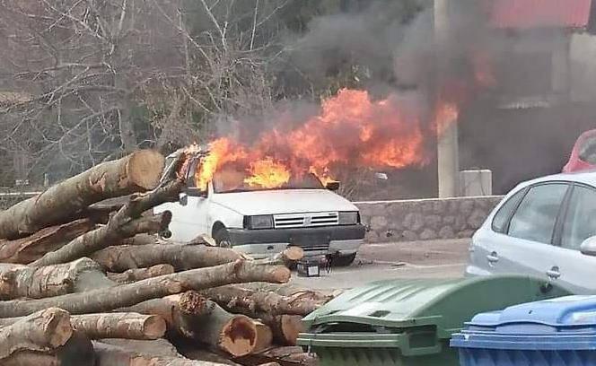 Spalio svoj auto: 'Maknite se, sad će gorjeti, opsjednut je...'