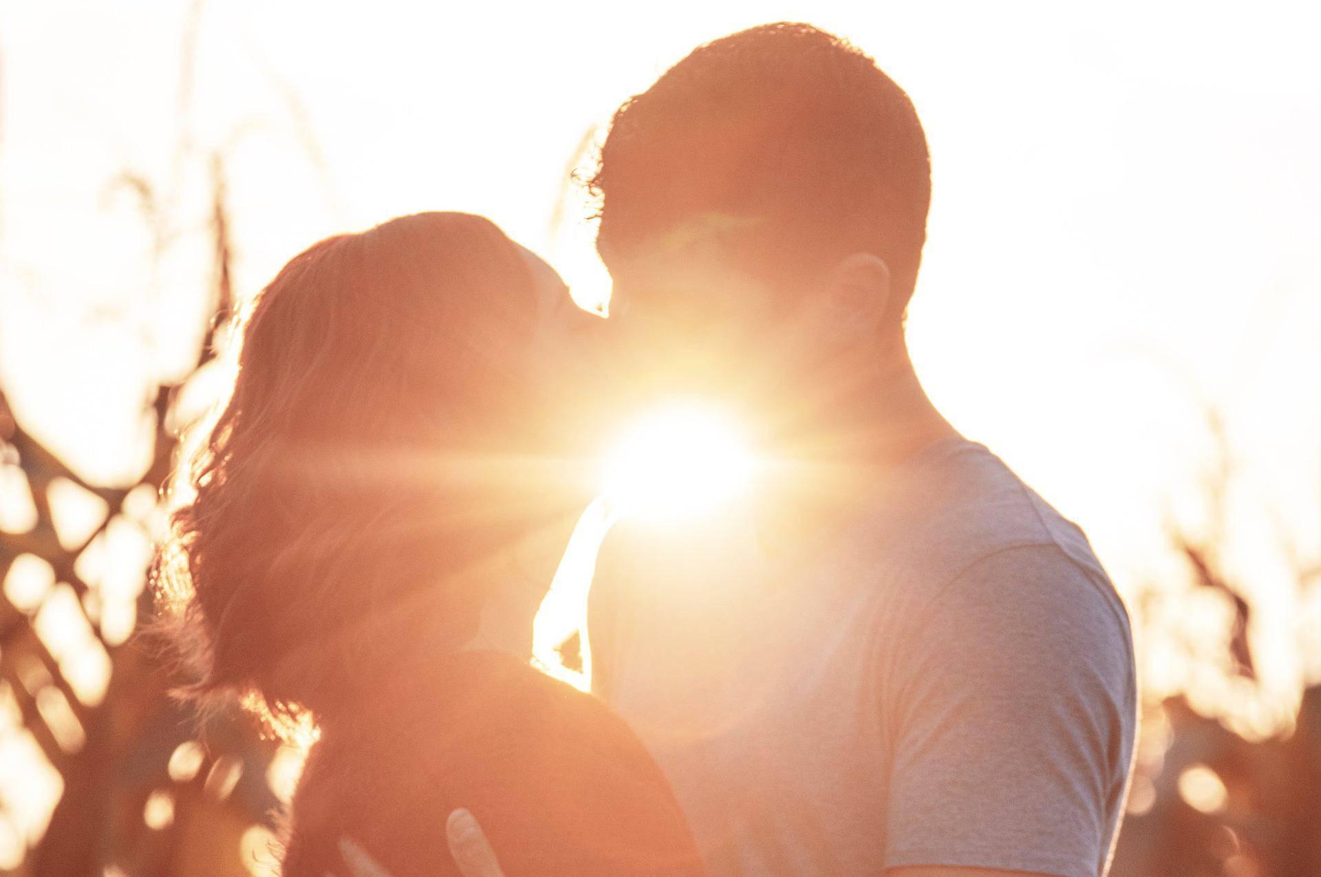 Otkad je seks tako lako dobiti, ljubav je sve teže pronaći...