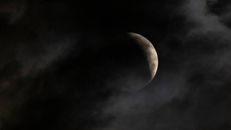 Prva pomrčina Mjeseca u dvije godine, poznatiji i kao 'Krvavi'