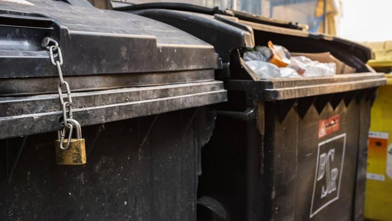Njemačka: U kontejnerima na parkiralištu muškarac pronašao  stara i vrijedna ulja na platnu