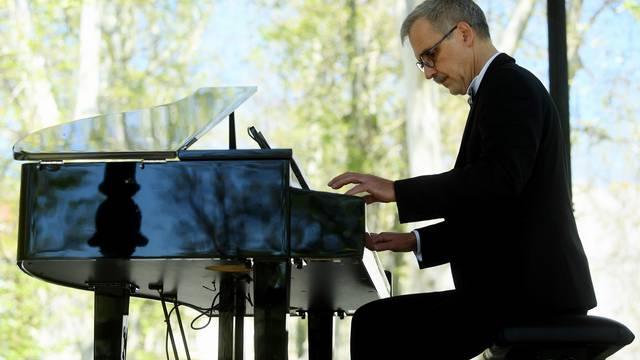 Zagreb: Na Zrinjevcu održao koncert pijanista Mateja Meštrovića
