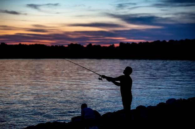 Pula: Pecanje uz zalazak sunca