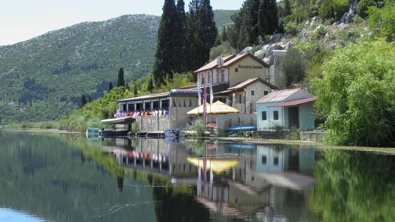 Villa Neretva zove na odmor iz snova uz vrhunski brudet i  delicije od jegulja i žaba