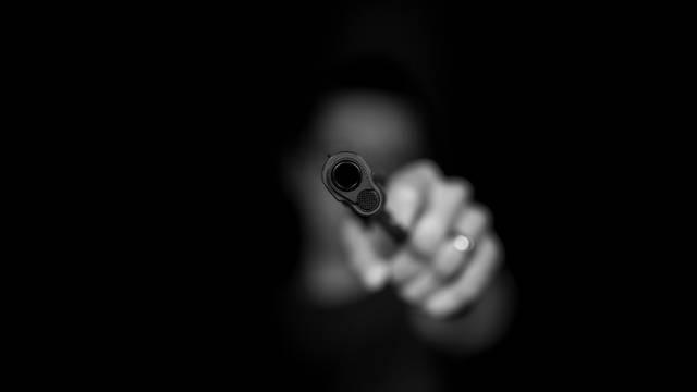 Maskirani lopov s pištoljem je opljačkao kladionicu u Splitu