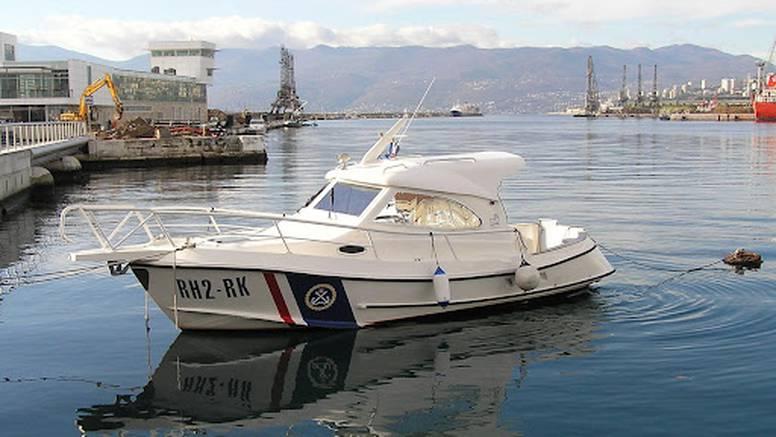 Maloljetnike u gumenom čamcu bura otpuhala na otočić Sveti Marko, spasila ih kapetanija