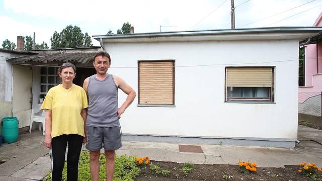 Očajni su: Curi im krov, a ne smiju graditi niti prodati kuću