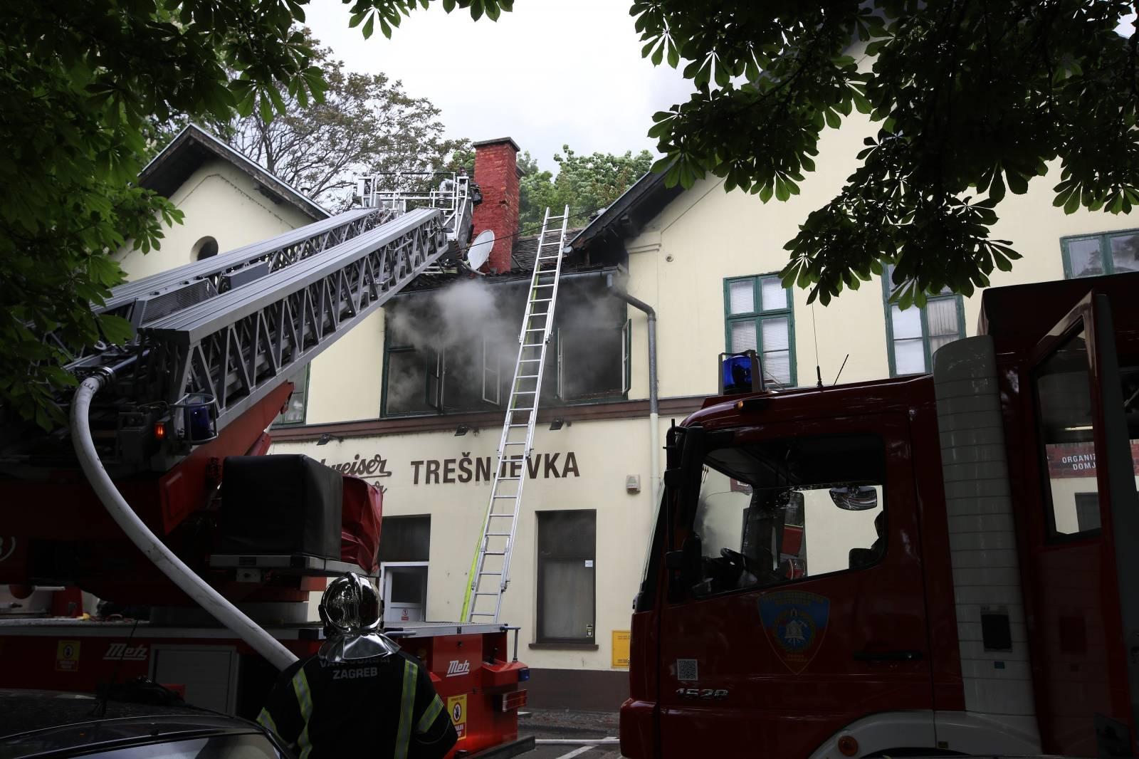 Zagreb: Požar na zagrebaèkoj Trešnjevci, gori poznata pivnica