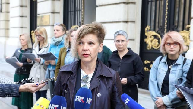 Zagreb: Aktivistice udruge RODA javno čitale potresna svjedočanstva žena