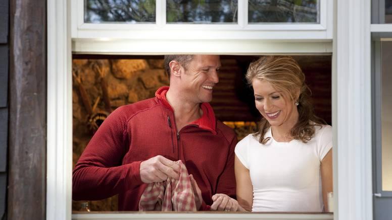 10 znakova da imate savršenog muža - čuvajte ga kao kap vode