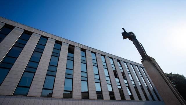 Split: Policija osigurava prostor oko Županijskog suda tijekom suđenja Filipu Zavadlavu